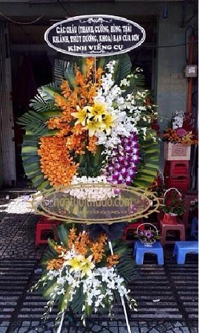 Vòng hoa tại nhà tang lễ lê quý đôn
