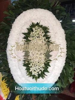 vòng hoa trắng viếng người mất trẻ tuổi