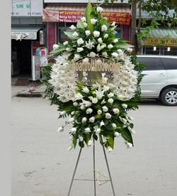 vòng hoa trắng