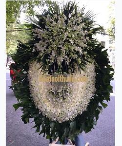 vòng hoa viếng màu trắng