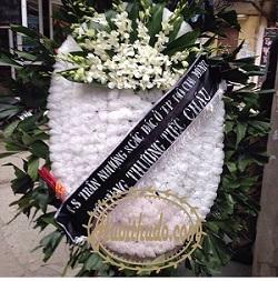Vòng hoa màu trắng tại số 5 trần thánh tông